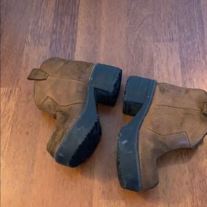 Shoes - Ankle suede brown boots platform 7US